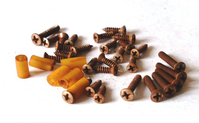 Aged Screw Set (For Guard, Pickup, Switch with Spacers)  fits to Strat ®